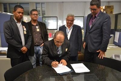Assinatura do Oficio da Câmara de Janaúba