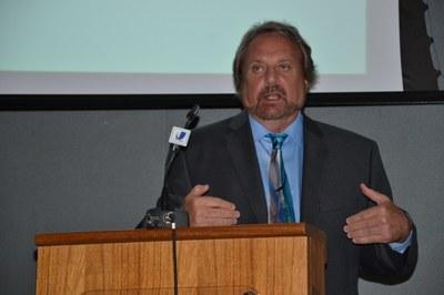 08-06 Palestra  do Dr. Craig Holman  (4).JPG