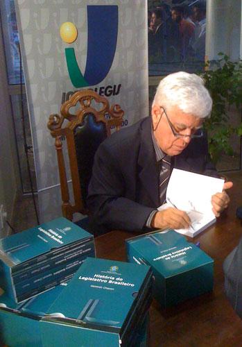 """Interlegis lança o livro """"A História do Legislativo no Brasil"""""""