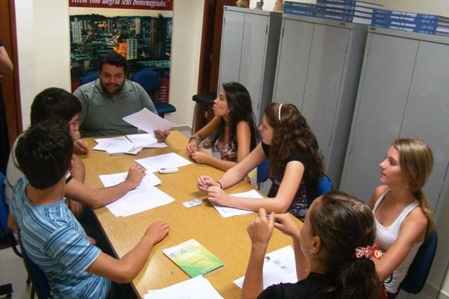 COMUNIDADE - Parlamento Jovem discute drogas em Pouso Alegre/MG