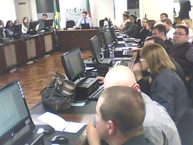 CAPACITAÇÃO - Oficina de tecnologia treina 56 servidores de 23 casas em Porto Alegre