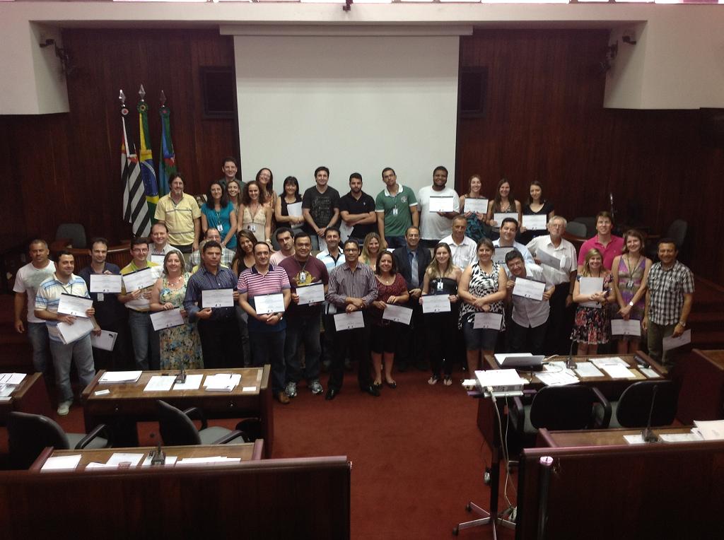 O Município de Jundiaí-SP recebe servidores de câmaras paulistas para conhecer o processo legislativo.