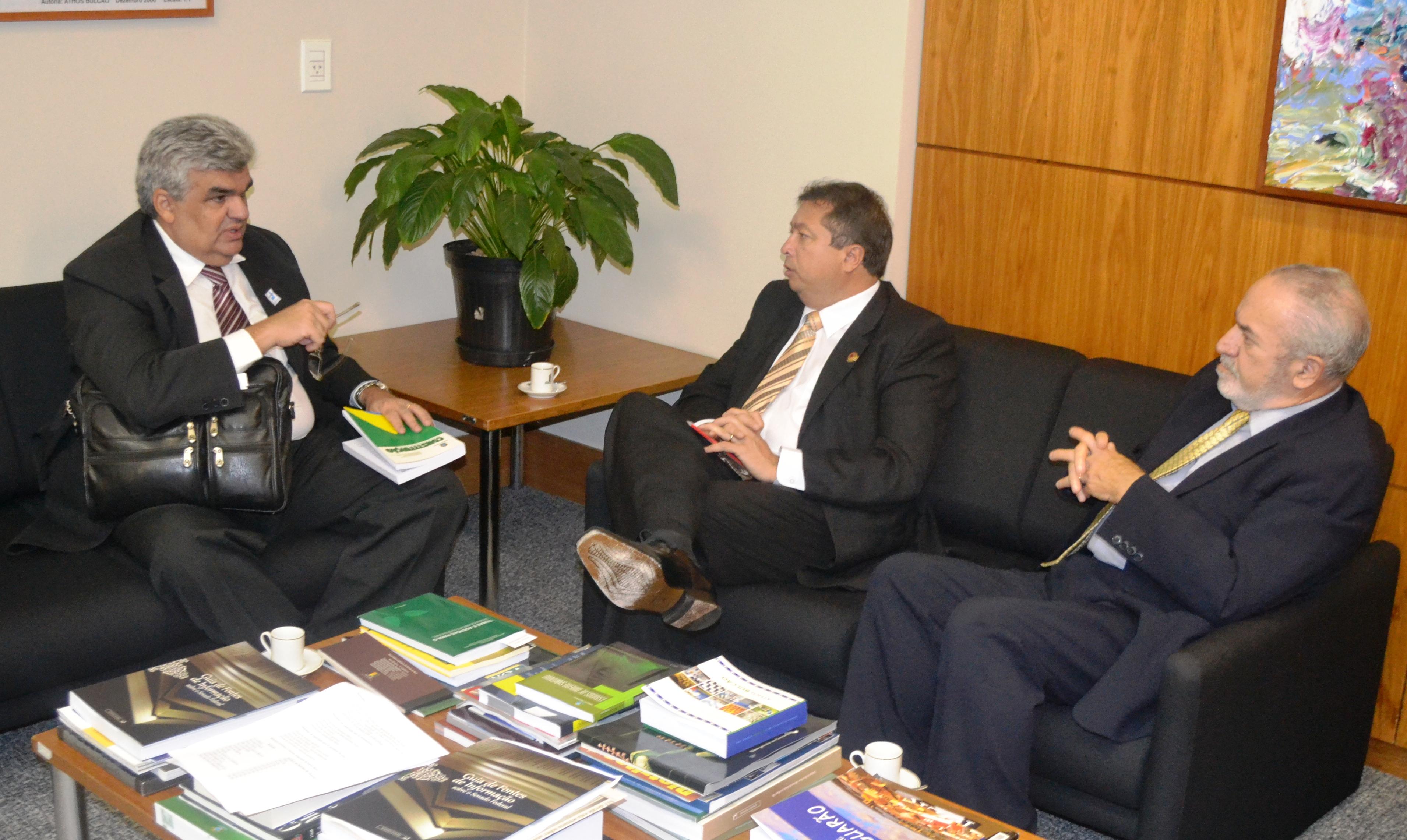 Escola do Tribunal de Contas do Amazonas define ações conjuntas com o Programa Interlegis