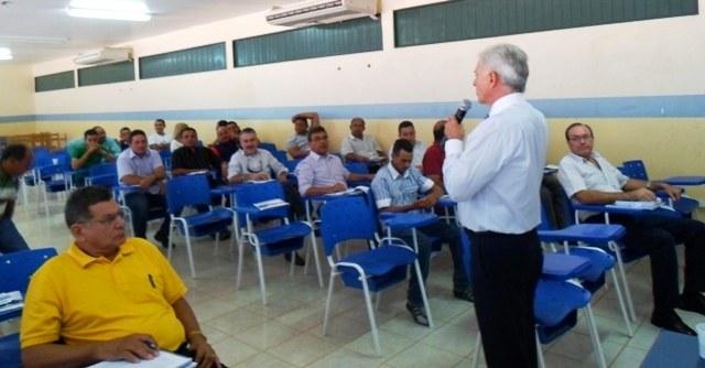 Rorainópolis recebe oficina de revisão dos marcos legais