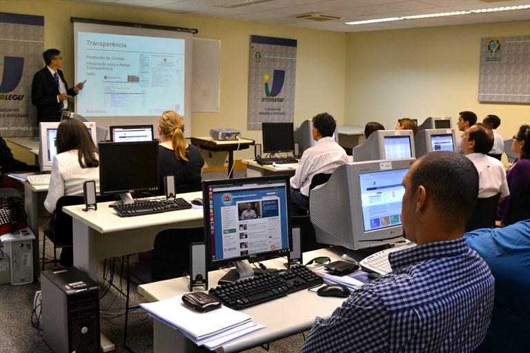 Interlegis reúne, em Brasília, 11 casas legislativas para oficinas