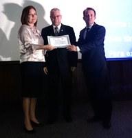 Elga Lopes, diretora-executiva do Interlegis/ILB, é homenageada pela ABRACAM
