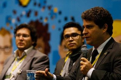 Painel: a inserção profissional de jovens no mercado de trabalho via tecnologia