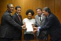 Câmara de Salvador firma parceria com ILB para oferta de cursos junto à Escola do Legislativo