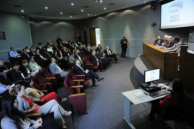 Pimentel defende eficiência do Legislativo em congresso de câmaras municipais
