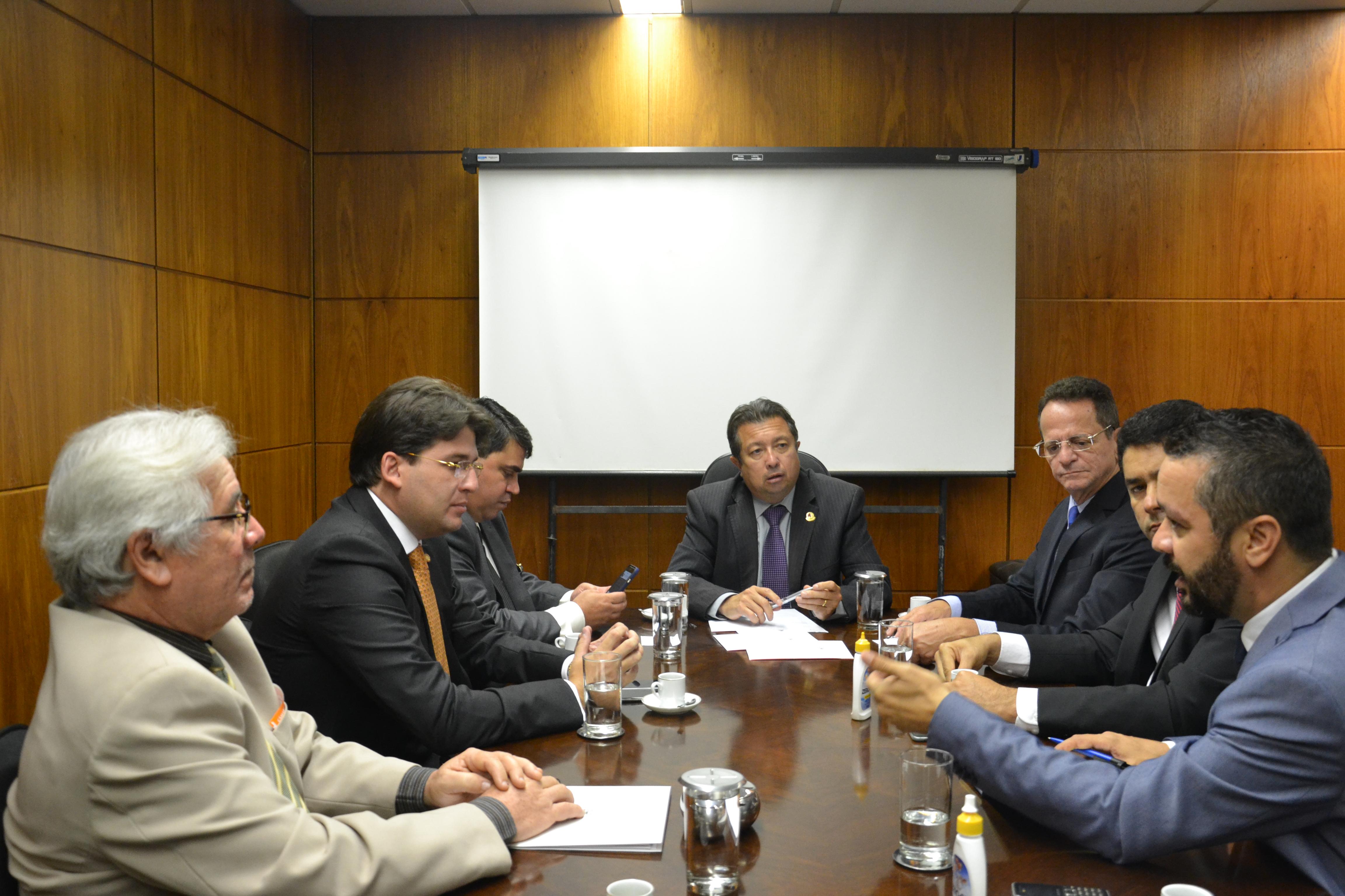 Vereadores de João Pessoa são recebidos pelo diretor-executivo do ILB