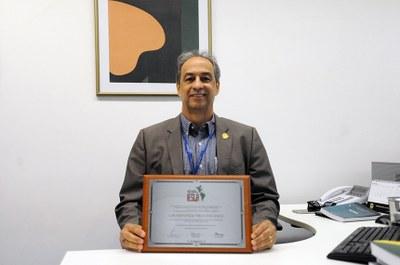 Servidor do Senado ganha título de Doutor Honoris Causa em Gestão Pública