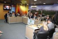 Consultores do Interlegis ministram oficina para comissão de atualização do regimento