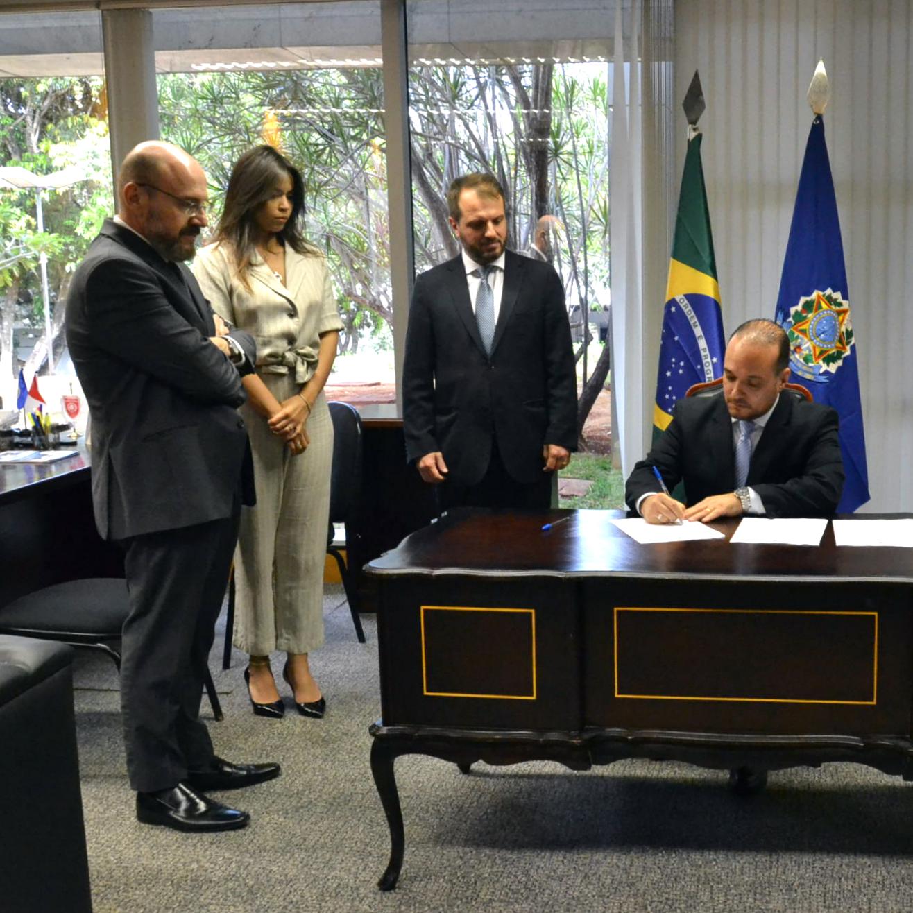 Interlegis assina acordo de cooperação com IDCT