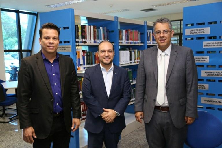 Diretor do Interlegis/ILB realiza visita técnica ao TCE/TO